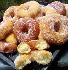 Λουκουμάδες παραλίας !!!! ~ ΜΑΓΕΙΡΙΚΗ ΚΑΙ ΣΥΝΤΑΓΕΣ 2 Greek Recipes, Doughnut, Sweets, Homemade, Desserts, Food, Breads, Sweet Pastries, Postres