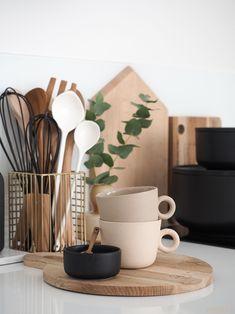 johanna ojanen keramiikka Küchen Design, Interior Design, Kitchen Dining, Kitchen Decor, Kitchen Organisation, Living Room Inspiration, Design Inspiration, Home And Deco, Kitchen Styling
