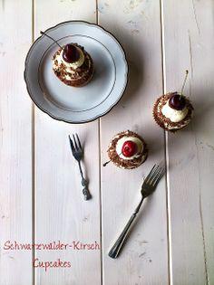 Die Glücklichmacherei: Kleine Schönheiten {Schwarzwälder-Kirsch Cupcakes}