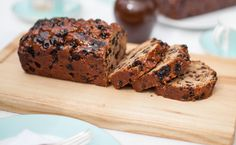 A delicious bara brith tea loaf, served at Fortnum & Mason's Jubilee tea room, made using produce from the Prince of Wales's Highgrove label. Welsh Recipes, Loaf Recipes, Baking Recipes, British Recipes, Fun Easy Recipes, Sweet Recipes, Bara Brith, Tea Loaf, Valentines Food