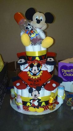 How to Make Baby Diaper Cake Baby Shower Nappy Cake, Baby Shower Cupcakes, Baby Shower Diapers, Baby Boy Shower, Shower Cake, Disney Diaper Cake, Diaper Cake Boy, Diaper Cakes, Baby Shower Items
