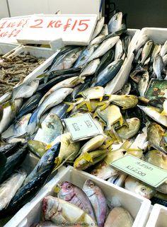 Cu o traditie de sute de ani, Billingsgate Fish Market este cea mai mare piata de peste din Marea Britanie. De la Billingsgate Fish Market se aprovizioneaza majoritatea restaurantelor si magazinelor specializate din Londra si din marile orase britanice.