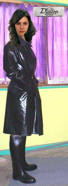 https://flic.kr/p/sssmaP   __hr_Dunlop+and+rubber+riding+boots   Dunlop reversible polished black rubber raincoat & gumboots