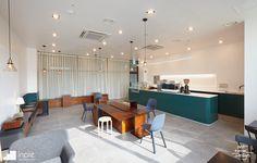 Best Home Decoration Stores Info: 8650178021 Small Coffee Shop, Coffee Shop Design, Simple Interior, Cafe Interior, Cozy Cafe, Black Kitchens, Cafe Restaurant, Bathroom Interior Design, Luxury Furniture