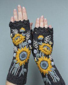 Dark Gray Fingerless Gloves With Sunflower Embroidered