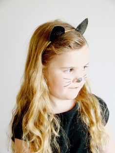 Cat head band Halloween Cat, Halloween Outfits, Black Cat Costumes, Cat Ears Headband, Alice Band, Glitter Fabric, Animal Ears, Hair Band, Hair Accessories