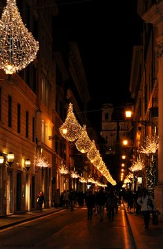 Christmas in Rome This picture reminded me of Little Italy in N.Y. during Christmas!