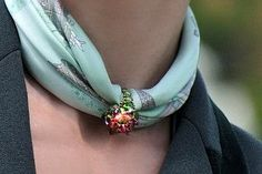 ► HOW TO WEAR A SCARF WITH JEWELS