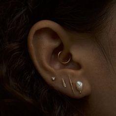 Bar Earrings, Chain Earrings, Ear Piercing Combinations, Cool Ear Piercings, Ear Jewelry, Look, Leather Chocker, Piercing Ideas, Bride