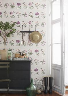 Botanical wallpaper design, Garden Party 3451 for Borås Tapeter . Framed Botanical Prints, Botanical Wallpaper, Serene Bedroom, Floral Wall Art, Shabby Chic Style, Diy Frame, Inspired Homes, Cozy House, Cottage Style