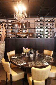 Nieuw interieur T' Zusje Cuijk Conference Room, Table Settings, Furniture, Home Decor, Decoration Home, Room Decor, Place Settings, Home Furnishings, Home Interior Design