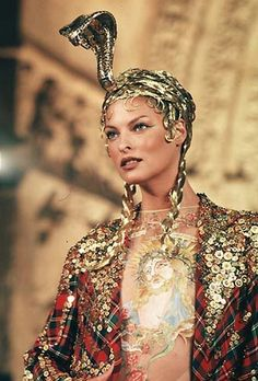 Linda Evangelista - 1997 - Design by John Galliano for Dior - @Mlle I want a .. hat.... like that!