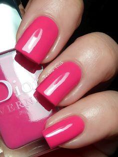 A bright pink nails. Very nice nail polish. Dior Nail Polish, Cute Nail Polish, Nail Polish Trends, Nail Polish Colors, Nail Polishes, Nails Only, Love Nails, Red Nails, Hair And Nails