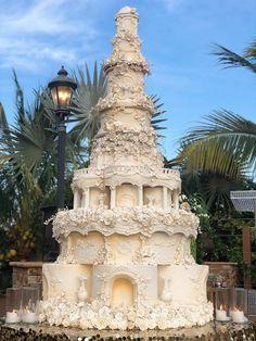 Huge Wedding Cakes, Castle Wedding Cake, Extravagant Wedding Cakes, Amazing Wedding Cakes, Elegant Wedding Cakes, Wedding Cake Designs, Wedding Desserts, Wedding Themes, Castle Cakes