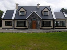 Mayo - 6 bedroom detached house for sale at price on application from Matt O'Sullivan Estate Agent Auctioneer & Valuer - Clifden Dormer House, Dormer Bungalow, Style At Home, Porch Designs Uk, Bungalow Haus Design, Bungalow Ideas, Bungalow Conversion, Modern Bungalow Exterior, House Designs Ireland