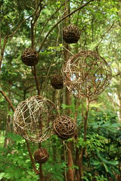 Wooden balls hanging on garden art - flowers nature ideas - Gartenkunst - Garden Structures, Garden Paths, Garden Arbor, Garden Trellis, Garden Crafts, Garden Projects, Outdoor Art, Outdoor Gardens, Hanging Gardens