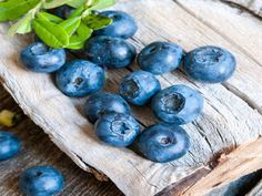 Blueberries by Natalia Bulatova on 블루베리 Fruit And Veg, Fruits And Vegetables, Fresh Fruit, Fruit A Pepin, Blueberry Farm, Fruit Picture, Fruit Photography, Beautiful Fruits, Delicious Fruit