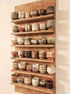 Pottery is elegant, diverse and quite the attractive addition to any part of your home. The kitchen is no exception as it can also benefit from the addition of pottery in a variety of ways. Ceramic Cups, Ceramic Pottery, Ceramic Art, Slab Pottery, Regal Design, Kitchenware, Tableware, Boho Home, Chawan