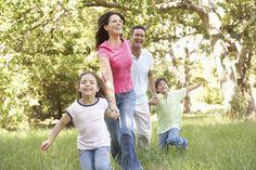 PORQUE LOS PADRES NO DEBEN GRITAR A LOS NIÑOS. RAZÓN 10/10. Los padres deben ser formadores de sus hijos. No gritar a los niños evidencia amistad con ellos y hace que los pequeños acudan sin miedo cuando tengan un problema.