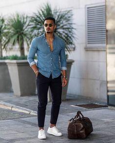 Macho Moda - Blog de Moda Masculina: 4 CALÇADOS que os HOMENS devem PARAR DE USAR pra sair AGORA! Mens Casual Dress Outfits, Stylish Mens Outfits, Denim Outfit, Blue Shirt Outfit Men, White Sneakers Outfit, Moda Blog, Blue Suit Men, Basket Noir, Mens Fashion Blog