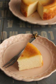 簡単!混ぜるだけ!基本のしっとり濃厚ベイクドチーズケーキ | ビジュアル系フード