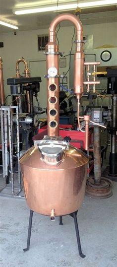 Homebrewing gadgets Finest copper still on the market. Moonshine Still Plans, Copper Moonshine Still, How To Make Moonshine, Home Distilling, Distilling Alcohol, Homemade Alcohol, Homemade Wine, Carne Asada, Alcohol Still