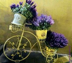 Lavanda / Lavender + yellow bike / lovely arrangement