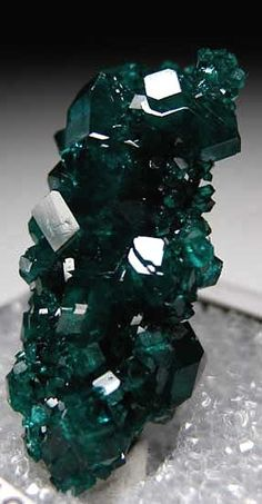 Dioptase. The name is derived from the greek Dia - through which & Optos - be shown. Awakens love & reduces stress. A gemstone of the  heart. Helps in overcoming painful events. Stimulates forgiveness & helps in the process of healing emotional wounds. It controls the energy of all cycles. It increases spirituality & inner strength. Enables individuals to express feelings. The holder is encouraged to live the present moment & maintain the memories of past.