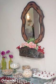 Foto por Dimensão Fotografia ❤ Lorrane & Odirlei em Vila Velha/ES. Decoração de casamento clássica + Amarelo e magenta   Classic wedding + Yellow and magenta, vintage