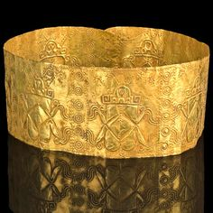 A rare Narino Ceremonial Gold Crown, ca. Royal Jewels, Crown Jewels, Ancient Jewelry, Antique Jewelry, Colombian Gold, Archaeological Finds, Gold Crown, Ancient Artifacts, Archaeology