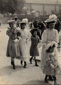 street fashion 100 yrs ago