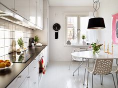 Small kitchen decorating ideas themes small apartment kitchen decorating ideas all home decorations Swedish Kitchen, French Country Kitchens, Scandinavian Kitchen, Layout Design, Küchen Design, Design Ideas, Shaker Kitchen Cabinets, Kitchen Cabinet Design, Kitchen With High Ceilings