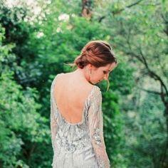 12a400f377 5 mesés kép, ami meggyőz, hogy nem csak fehér lehet az esküvői ruha. Retikül .hu