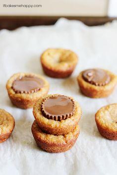 Easy peanut butter cups from @Emily Schoenfeld Dicks | It Bakes Me Happy - Yum!