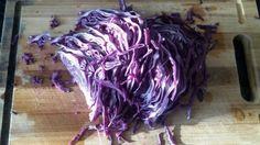 Heute stelle ich ihnen vor, wie sie Rotkohl mit Mais zubereiten können. Das Rezept habe ich von der lieben Seher, eine türkische Bloggerin. Es ist ganz einfach und schnell zuzubereiten. Außerdem schmeckt es köstlich. Hier die Zutaten und die Zubereitung für den Rotkohl mit Mais. Zutaten fürRotkohl mit Mais - Mısırlı Mor Lahana 1/2 Rotkohl…
