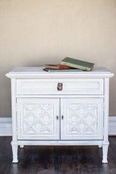 White Painted Furniture, Chalk Paint Furniture, Vintage Furniture, Furniture Makeover, Bedroom Furniture, Diy Furniture, Office Furniture, Outdoor Furniture, Vintage Wallpaper