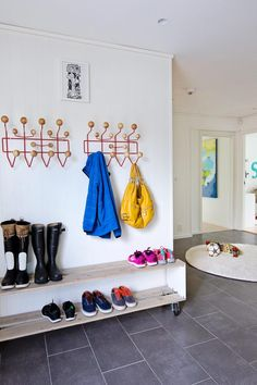 shoe rack under hooks for entry
