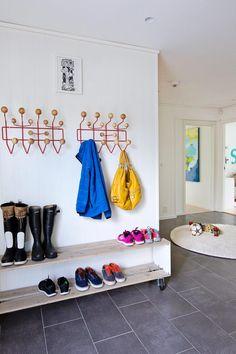 shoe rack under hooks for entry