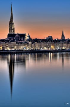 Crépuscule sur la Garonne, Bordeaux. Bordeaux, France.