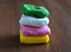 Tortaburkolás marcipánnal / fondanttal – 2. rész: Burkolóanyagok | Sweet & Crazy