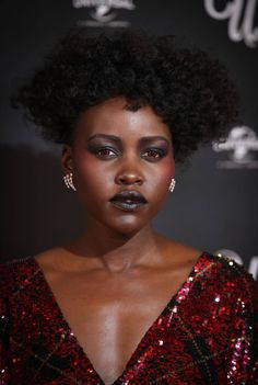 Lupita Nyong¡¯o Serves Up A Lesson In Dramatic Dressing At Us Premiere How To Apply Lipstick, How To Apply Mascara, Makeup Case, Makeup Tips, Black Lips, Makeup Brands, Makeup Companies, Latest Outfits, Everyday Makeup