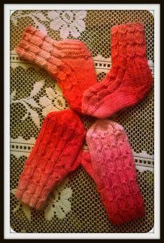 Arkimamman Arkiralli: Mummin tekemät pikkuiset lapaset ja sukat