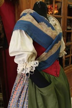 Resultado de imagen de traje aragones Indiana, Folk Costume, Costumes, Spanish Costume, European Dress, Regional, Shirt Dress, Traditional, Folklore
