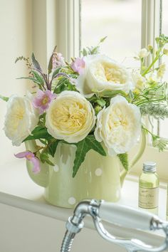 Patience by David Austin - a wedding and event cut rose. The creamy blooms of Patience with the fresh, citrus fragrance is arranged very simply in a teapot. A more laid-back style to our classical wedding rose. David Austin, Laid Back Style, Creamy White, Rose Wedding, The Fresh, Teapot, Patience, Floral Arrangements, Wedding Events