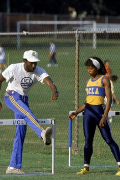 Walkover drills offer a good first step for young hurdlers: Bobby Kersee demonstrates hurdles technique to future World champion Gail Devers. Gail Devers, Strength And Conditioning Workouts, Sport One, Long Jump, Track Workout, Athletic Training, Hurdles, Exercise For Kids, At Home Workouts