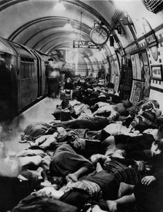 itsjohnsen:    Londoners sleep in Piccadilly Station during The Blitz. September 28, 1940. Unattributed