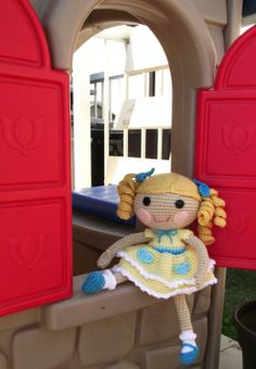 Click to visit the original post, lots of free patterns on this site for cute dolls/animals.