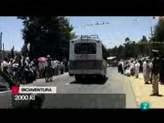 BICIAVENTURA SOLIDARIA EN TVE, La 2.  El pasado martes 27 de abril, en Noticias 2 de TVE, se hicieron eco de la ruta de este año por Etiopía, con un reportaje de casi 2 minutos con las imágenes que grabamos durante el viaje por nosotros mismos, y que formarán parte del documental que ya estamos preparado.