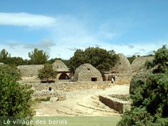 The bories near Gordes are very reminiscent of some stone buildings in Ireland