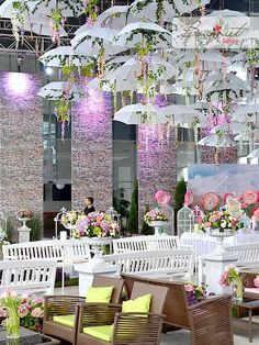 Wedding Design 5 Delightful Umbrella Decoration Ideas to Welcome the Rains - So many ways to use umbrellas. Call your friends over or celebrate the rains simply because you love them with these pretty umbrella decoration ideas Wedding Stage, Wedding Themes, Wedding Designs, Wedding Ceremony, Wedding Dinner, Wedding Tips, Bridal Shower Decorations, Wedding Decorations, Umbrella Decorations